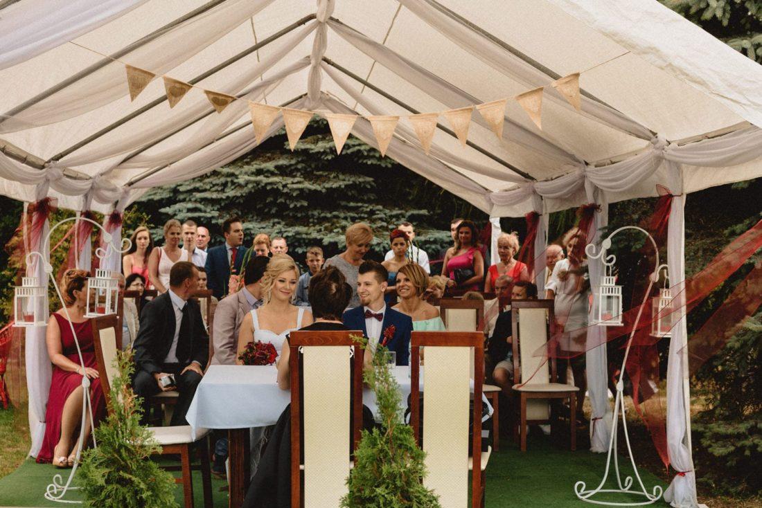 ceremonia plenerowa we dworze hubertus